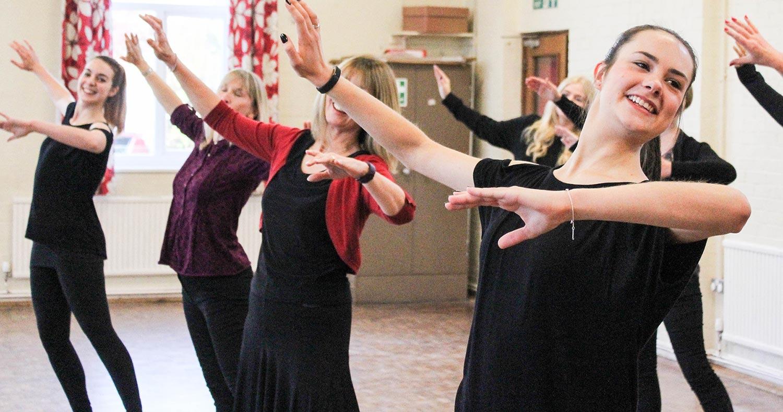 Classes adults dancing